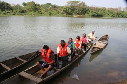 Canoe ride at Nzulezu